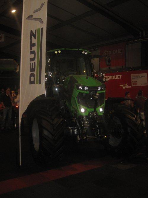 Foto van een Deutz-Fahr Agrotron. Geplaatst door jordi 1455 op 29-01-2017 om 13:54:49, op TractorFan.nl - de nummer 1 tractor foto website.