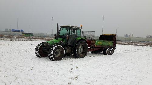 Foto van een Deutz-Fahr DX 4.57, vaste mest uitrijden. Geplaatst door jippe op 20-02-2017 om 20:33:51, op TractorFan.nl - de nummer 1 tractor foto website.