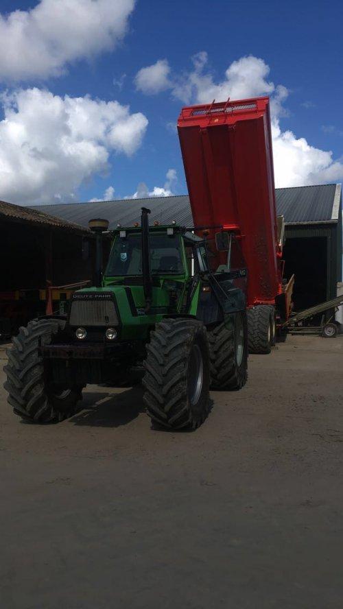 Foto van een Deutz-Fahr DX 6.30. Geplaatst door meijer_1995 op 03-09-2017 om 23:51:15, op TractorFan.nl - de nummer 1 tractor foto website.