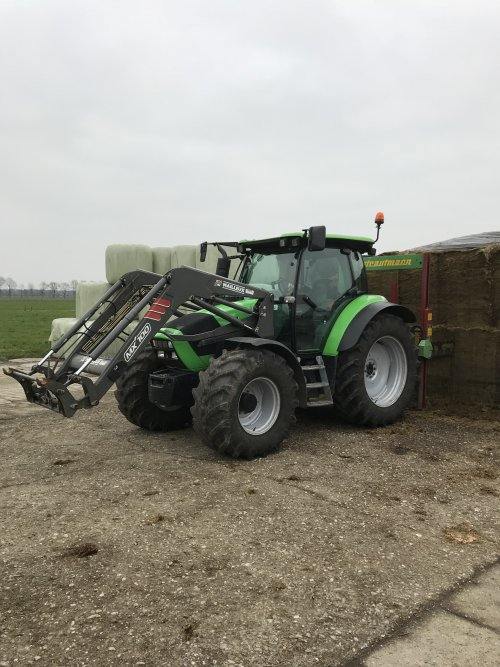 Foto van een Deutz-Fahr Agrotron K 100, weelinkhek weer volzetten.. Geplaatst door MulderDeutz1 op 14-01-2018 om 11:43:56, met 2 reacties.