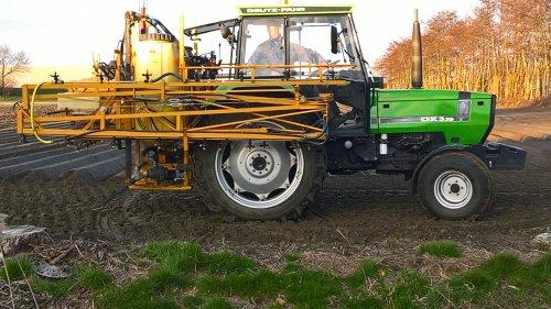 Foto van een Deutz-Fahr DX 3.70. Geplaatst door manus op 26-03-2018 om 21:39:49, op TractorFan.nl - de nummer 1 tractor foto website.