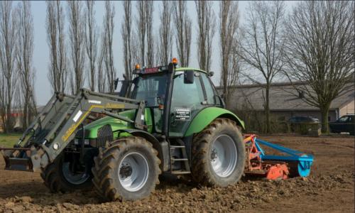 Deutz-Fahr Agrotron 150 van Theuny