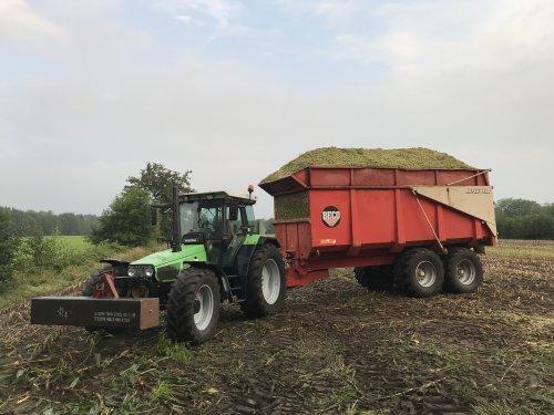 Foto van een Deutz-Fahr Agrostar 6.38, Mais!. Geplaatst door MulderDeutz1 op 07-09-2018 om 07:50:47, met 11 reacties.