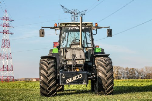 Swico (Bree) × op de foto met een Deutz-Fahr DX 6.31.. Geplaatst door deutz dx 470 op 09-11-2018 om 21:25:15, op TractorFan.nl - de nummer 1 tractor foto website.