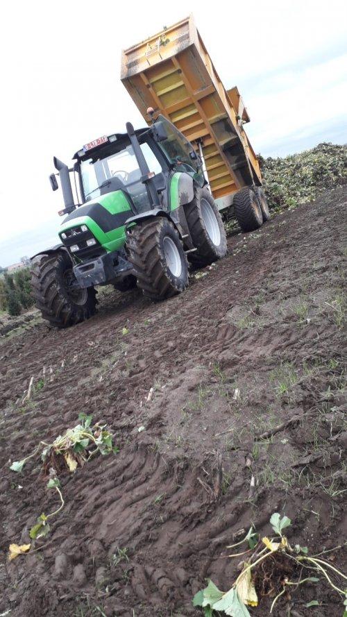 Foto van een Deutz-Fahr Agrotron M 600. Nieuwe bandjes. Geplaatst door driesM600 op 20-12-2018 om 18:50:55, op TractorFan.nl - de nummer 1 tractor foto website.
