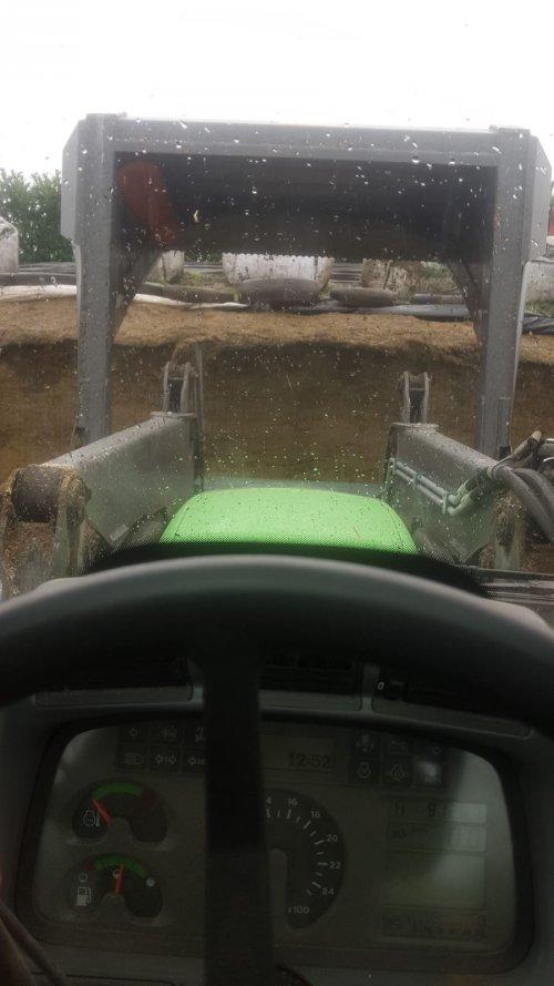 Foto van een Deutz-Fahr Agrotron TTV 610. Weer mooi zijn dagelijkse portie arbeid aan het verrichten.