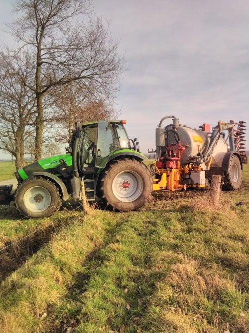 Foto van een Deutz-Fahr Agrotron 120. Eeste veld klaar, op naar de volgende!. Geplaatst door marceldeutz op 17-02-2019 om 19:33:01, met 37 reacties.