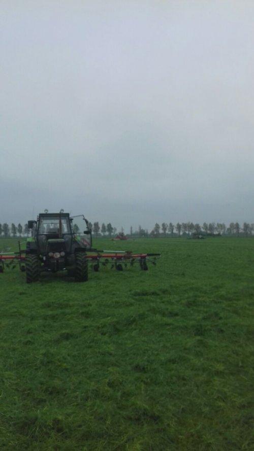 Gisteren 46 ha gemaaid en morgen inkuilen.. Geplaatst door mennodeutz op 01-05-2019 om 07:03:28, op TractorFan.nl - de nummer 1 tractor foto website.