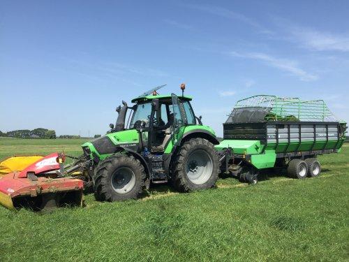 Afgelopen week begonnen met stalvoeren 👌. Geplaatst door daan knol op 02-08-2019 om 20:10:07, op TractorFan.nl - de nummer 1 tractor foto website.