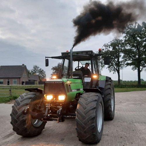 Foto van een Deutz-Fahr Agrostar 6.31 trekker van mn kamaraadt rijdt 5500 kilo en 7000 kilo mee machtige dikker trekker  https://www.tractorfan.nl/movie/52455/