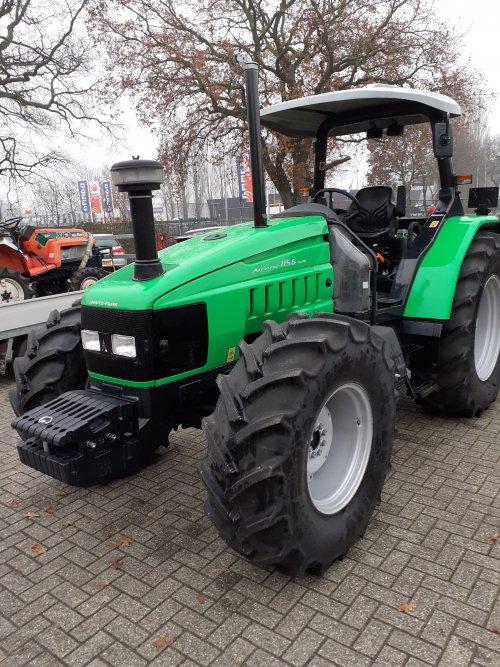 Foto van een Deutz-Fahr Agrotrac 115 nooit gedacht dat in koud nederland zoiets verkocht werdt. Maar de dealer had er meerdere lopen zei hij.