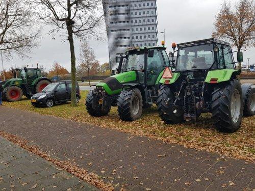 Foto van een Deutz-Fahr Agrotron 128 georganiseerd en meegereden de protest middag waterschap Apeldoorn ruim 100 trekkers