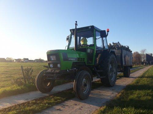 Foto van een Deutz-Fahr D 7207C, met een goeie vracht wilgenhout. Gisteren de laatste loodjes nog gelecht aan de wilgenboomen, om deze te snoeien.   Bij deze wil ik ook nog iedereen een goed een gezond 2020 toe wensen!