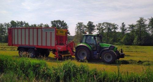 Foto van een Deutz-Fahr Agrotron 6190 TTV, aangezien het toch nog geen voorjaarsweer word maar een zomerse foto