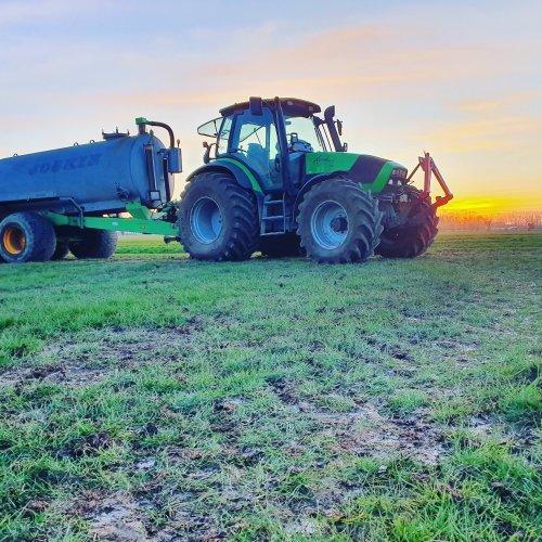 Foto van een Deutz-Fahr Agrotron 150 Ook wij zijn los. De eerste kuubs ligt op het land. Geplaatst door GROENEDEERE op 24-03-2020 om 19:13:15, met 5 reacties.