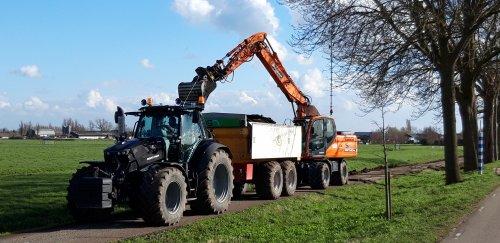 Foto van een Deutz-Fahr Agrotron 6185 lekker aan het kipper rijden. Geplaatst door deutzieee op 28-03-2020 om 23:21:44, op TractorFan.nl - de nummer 1 tractor foto website.