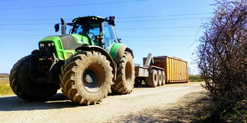 Foto van een Deutz-Fahr Agrotron TTV 7250. Bezig met hout snippers rijden. Geplaatst door NewHollandT6010 op 04-04-2020 om 19:07:54, op TractorFan.nl - de nummer 1 tractor foto website.