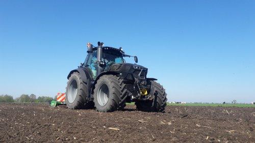 Foto van een Deutz-Fahr Agrotron 6185 vandaag het eerste maisland weer klaar gelegd. Geplaatst door deutzieee op 23-04-2020 om 22:35:30, met 15 reacties.