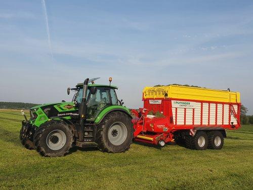 Foto van een Deutz-Fahr Agrotron 6185 Een fantastische combinatie om mee gras te rijden bij de wat kleinere boeren