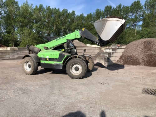 Foto van een Deutz-Fahr Agrovector 37.7 ergens onderweg.. Geplaatst door New Kobelco op 18-05-2020 om 09:20:29, op TractorFan.nl - de nummer 1 tractor foto website.
