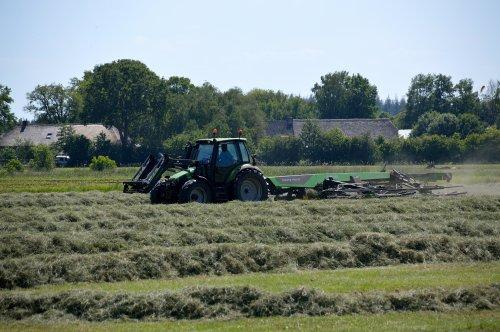 Foto van een Deutz-Fahr Agrotron met Swatmaster 12542. Geplaatst door SJB533 op 31-05-2020 om 22:34:26, op TractorFan.nl - de nummer 1 tractor foto website.