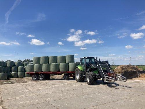 Foto van een Deutz-Fahr Agrotron TTV 620 Special even de wagen van de buurman gecharterd, kon pa mooi bijhouden zo