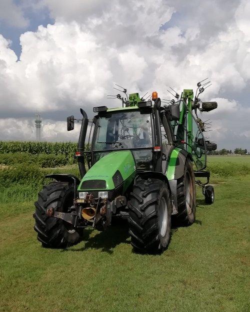 Foto van de Deutz waar ik mee heb gekuild deze zomer. Top trekkertje. Geplaatst door MasseyFergusonMan op 16-09-2020 om 14:17:43, op TractorFan.nl - de nummer 1 tractor foto website.
