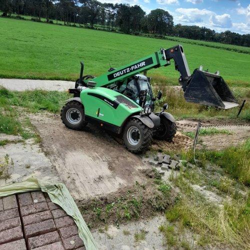 Deutz-Fahr Agrovector 25.5 verreiker. Geplaatst door Swenny op 05-01-2021 om 10:58:23, op TractorFan.nl - de nummer 1 tractor foto website.