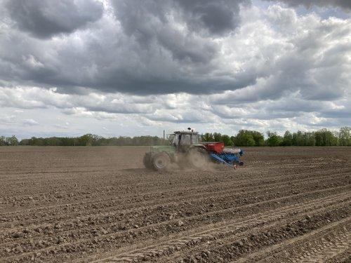 Foto van een Deutz-Fahr DX 6.31 mais erin zitten 👌🏼. Geplaatst door deutz dx 470 op 16-05-2021 om 13:12:30, op TractorFan.nl - de nummer 1 tractor foto website.