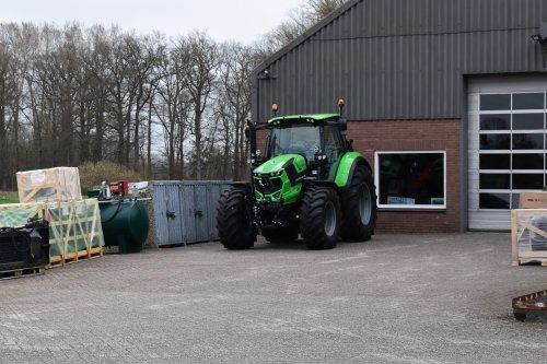Foto van een Deutz-Fahr Agrotron 6145.4 Warrior. Geplaatst door jordi 1455 op 08-06-2021 om 20:07:37, op TractorFan.nl - de nummer 1 tractor foto website.
