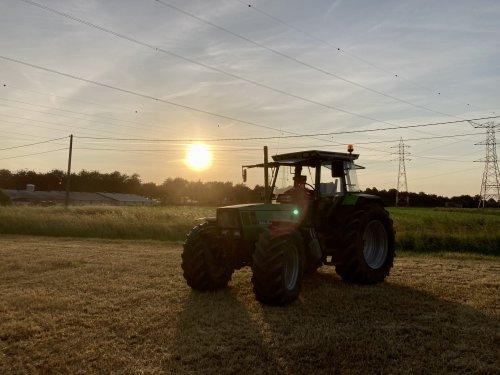 Foto van een Deutz-Fahr DX 6.31. Geplaatst door deutz dx 470 op 16-06-2021 om 19:30:44, op TractorFan.nl - de nummer 1 tractor foto website.
