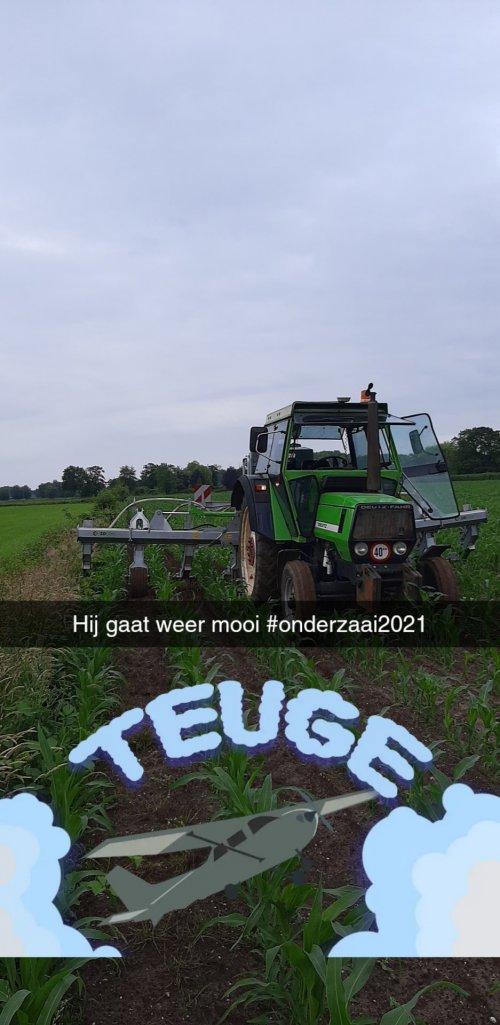 Foto van een Deutz-Fahr DX 4.70 we zijn weer lekker bezig met deze wendbare combinatie. Geplaatst door sjonnies op 22-06-2021 om 23:43:45, op TractorFan.nl - de nummer 1 tractor foto website.