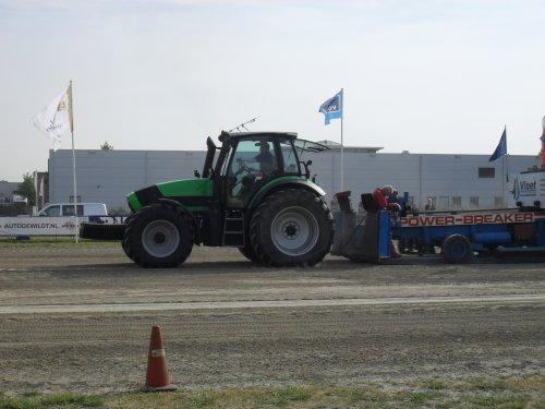 me collega met een Deutz-Fahr Agrotron M640 demo van SDF Performence Centre Groenewoud. Geplaatst door Deutz-Power op 30-05-2010 om 17:43:09, op TractorFan.nl - de nummer 1 tractor foto website.