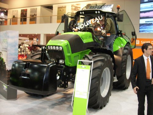 Deutz-Fahr Agrotron TTV 7.260 van Deutz_Driver
