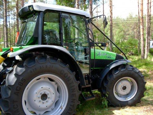 Deutz-Fahr Agrofarm 100 van DOLMAR