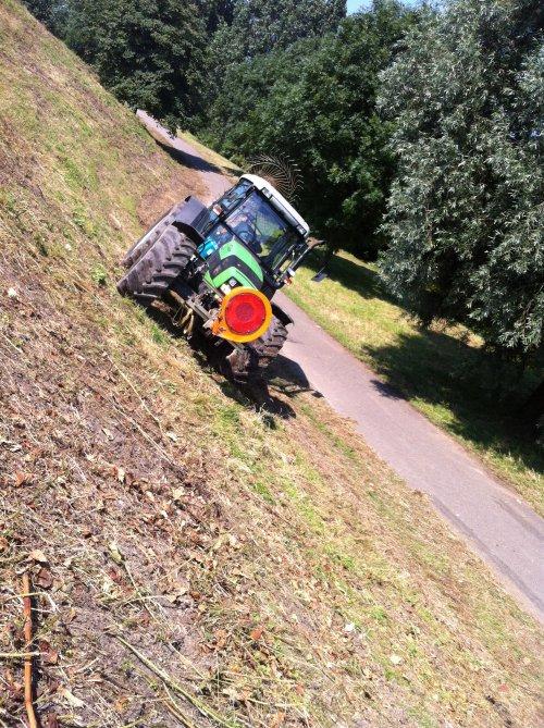 Deutz-Fahr Agrofarm 420 van dakluik