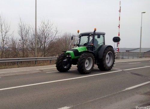 Deutz-Fahr Agroplus op de Heerenbrug in Giethoorn.. Geplaatst door thomie22 op 09-03-2013 om 17:40:25, op TractorFan.nl - de nummer 1 tractor foto website.
