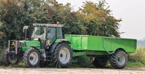 Foto van een Deutz-Fahr DX, bezig met poseren. Geplaatst door NHtvt135 op 06-10-2014 om 19:39:53, op TractorFan.nl - de nummer 1 tractor foto website.