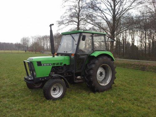 Foto van een Deutz-Fahr D 5207 C, bezig met poseren.. Geplaatst door MulderDeutz1 op 15-03-2015 om 16:29:41, op TractorFan.nl - de nummer 1 tractor foto website.