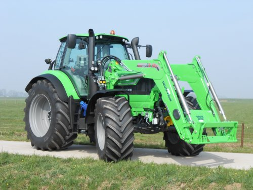 Afgelopen week heeft Landbouwsluis B.V. deze complete Deutz-Fahr Agrotron TTV 6190 af mogen leveren. De trekker is uitgerust met een Stoll frontlader, fronthef en PTO, luchtinstallatie en meer. Wij wensen de gebruiker veel succes en gemak van deze trekker!