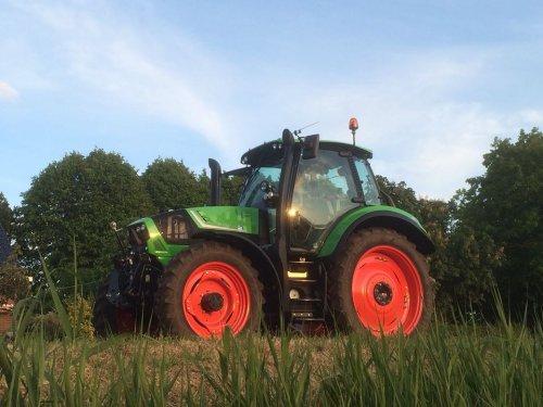 Een nieuwe Deutz-Fahr Agrotron 6160 TTV voor loonbedrijf van Steijn uit de Zilk. Geplaatst door RobDeutz104 op 08-06-2015 om 21:36:26, met 12 reacties.