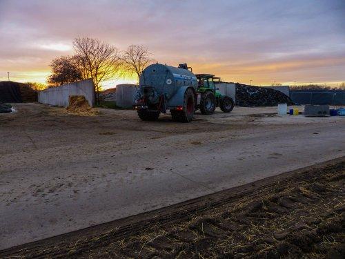 Foto van een Deutz-Fahr Agrostar 6.08 bezig met overpompen.. Geplaatst door NHfan97 op 02-01-2016 om 16:01:59, op TractorFan.nl - de nummer 1 tractor foto website.