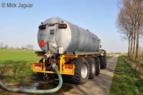 Fendt 936 vario en DEWA mengmesttank 26m³ van Loonwerk HAVA uit Bentille-Kaprijke (B). Geplaatst door Mick Jaguar op 25-12-2012 om 18:52:23, op TractorFan.nl - de nummer 1 tractor foto website.