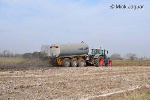 Fendt 936 vario met DEWA mesttank 26m³. Loonwerken HAVA uit Kaprijke-Bentille (B)  Bekijk ook het filmpje: http://www.tractorfan.nl/movie/33163/
