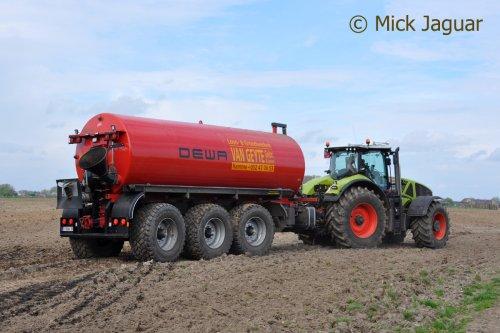 Claas Axion 940 met DEWA mesttank. Loon- en Grondwerken Van Geyte uit Hamme (B)  Filmpje? ->  http://www.tractorfan.nl/movie/39407/