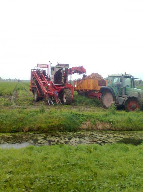Foto van een Dewulf Kwatro.. Geplaatst door johndeere6220 op 15-10-2010 om 16:39:19, op TractorFan.nl - de nummer 1 tractor foto website.