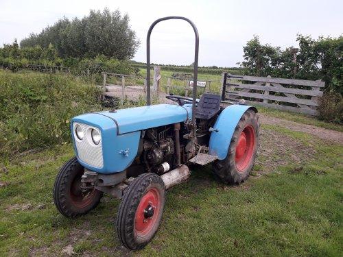 Foto van een Eicher 3711/3712. Geplaatst door marcel-pek op 16-06-2019 om 13:20:05, op TractorFan.nl - de nummer 1 tractor foto website.