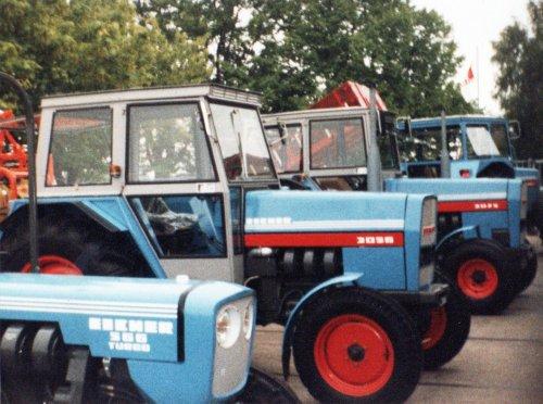 Foto van meerdere Eichers, tijdens de voorjaars show in 1984 bij Schipper en Taks in Breda. De 3056 op de foto zou uiteindelijk bij ons op de boerderij komen.