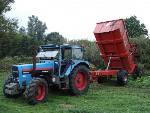 Foto van een Eicher 3108 met gilbert kipper in klarenbeek, bezig met dumperen.. Geplaatst door Frankhoenderloo op 02-12-2012 om 14:02:54, met 16 reacties.