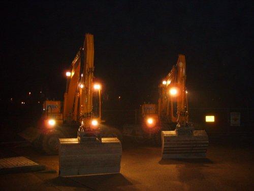 hier bij een paar foto s van een nachtje op de A10 bij amsterdam . Met ze 2e ff bermpie afwerken achter de vangrail.